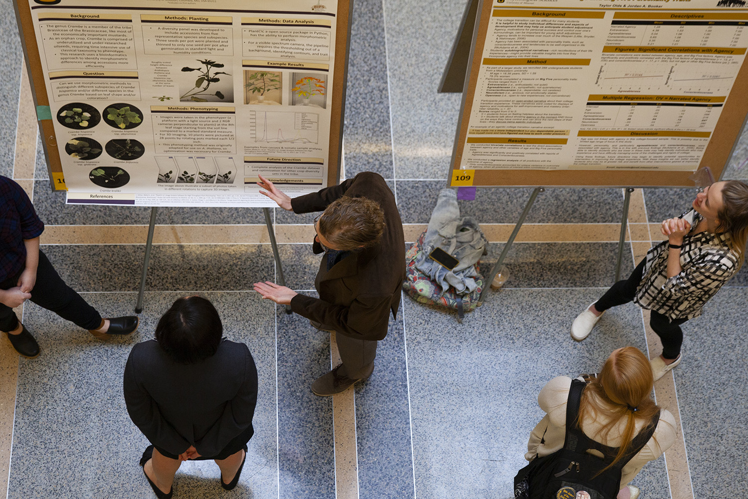 Students explain projects at Undergraduate Research Forum